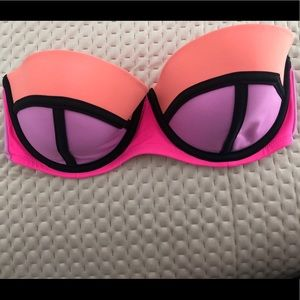 Victoria's Secret bathing suit top 32 DD